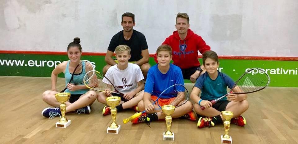 Szerb Junior Open résztvevők és edzőik